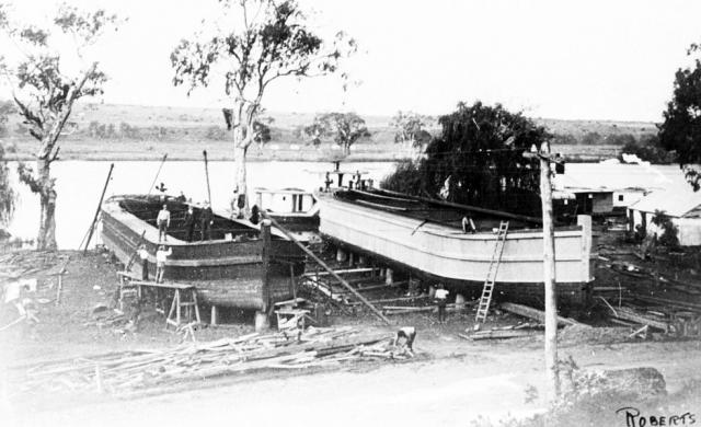 Building barges at Arnold Reserve, Mannum [PRG 1258/2/901]