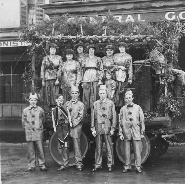 Members of a concert party group in Adelaide, c1922 [PRG 280/1/28/267]