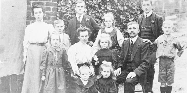 The Peterson family consisting of parents Christian and Ellen with their ten children